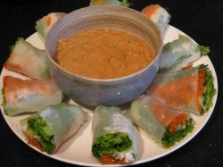 Fresh rolls with peanut sauce